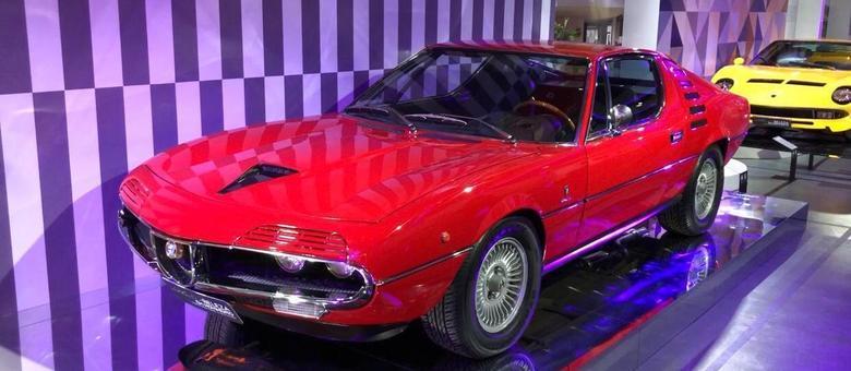 Alfa Romeo Montreal, que era um projeto ousado para casa italiana acostumada a motores menores