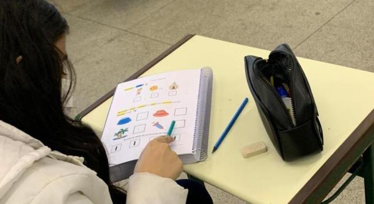 Estudantes que não estão acompanham o processo de aprendizagem tem apoio com aulas de reforço