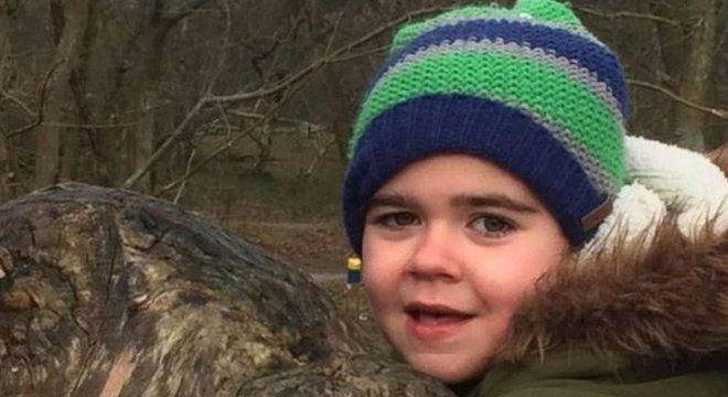 A mãe de Alfie Dingley, Hannah Deacon, disse que o óleo de cannabis ajudou a controlar a epilepsia do menino
