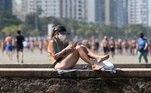 Alguns escolherem as muretas dos canais de Santos para parar e tomar sol