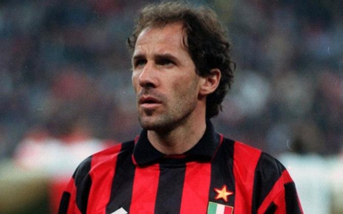 Aliás, Baresi ainda seria vice do Mundial de Clubes em duas oportunidades, em 1993 e 1994. Em 93, aliás, o Milan perdeu para o São Paulo na final por 3 a 2 no Estádio Nacional de Tóquio, no Japão.