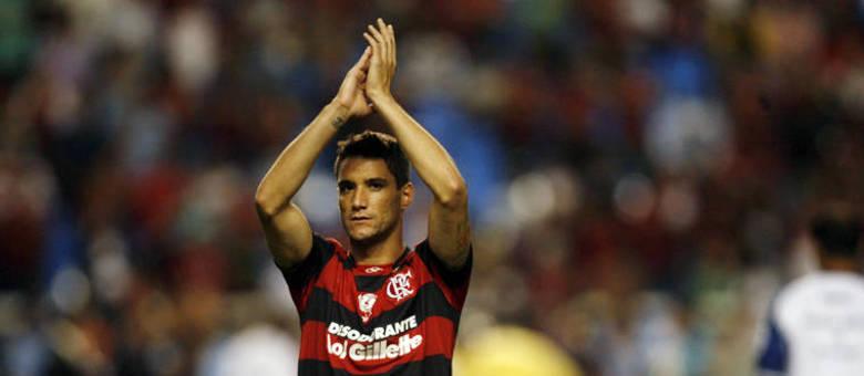 """Aliás, falando em Fluminense, ele provocou torcedores ao dizer, em 2011, que """"finalmente iria jogar em um time grande"""". No caso ele estava acertando empréstimo com o Flamengo"""