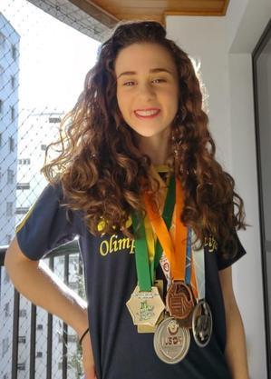 Alícia Duarte Silva medalha de prata em competição internacional de física