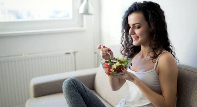 Alimentação e insônia: saiba quais os alimentos que são aliados e inimigos