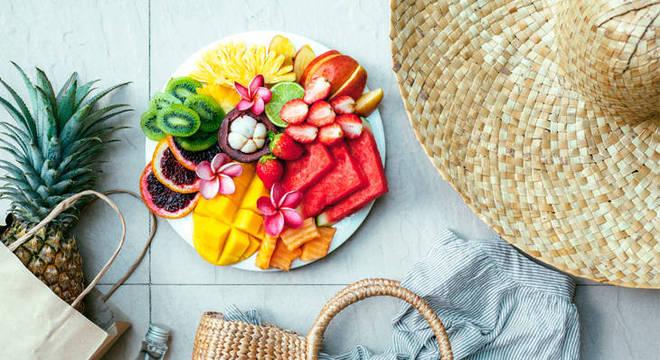 Alimentação nos dias quentes: o que deve ou não fazer parte do cardápio