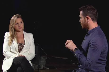 Aline Hauck em entrevista exclusiva ao Domingo Show