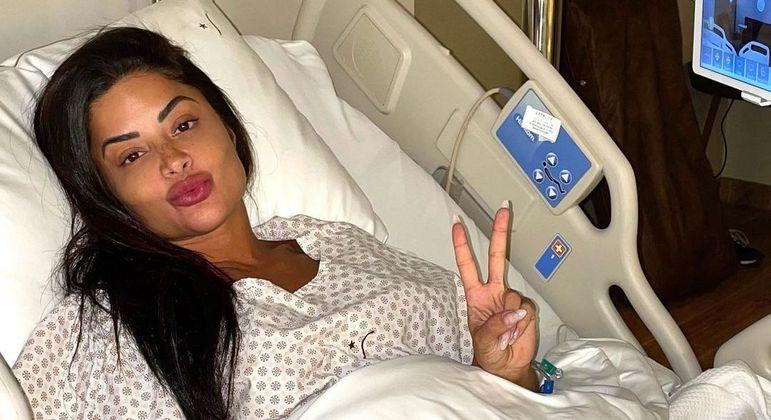 Aline Riscado passa por cirurgia no joelho