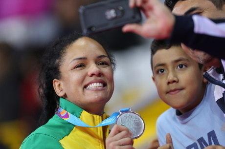 Aline Silva se sente honrada em ser exemplo