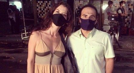 """Alinne Moraes e  Rodrigo Zingano nos bastidores de """"Um Lugar ao Sol"""""""