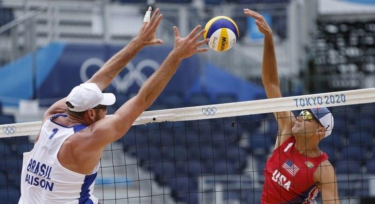 No duelo de campeões olímpicos, Alison foi superado por Dalhausser na disputa na rede