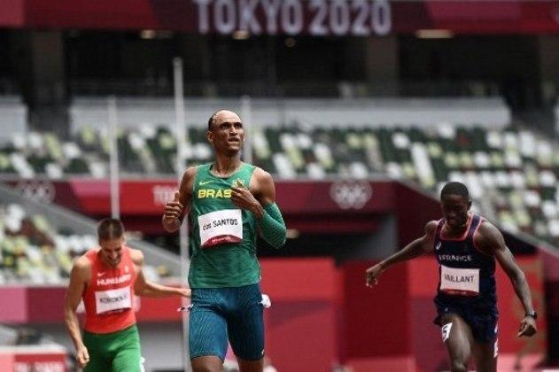 Alison dos Santos, o Piu, disputa a semifinal dos 400m com barreira, às 9h05. Ele é esperança de medalha.