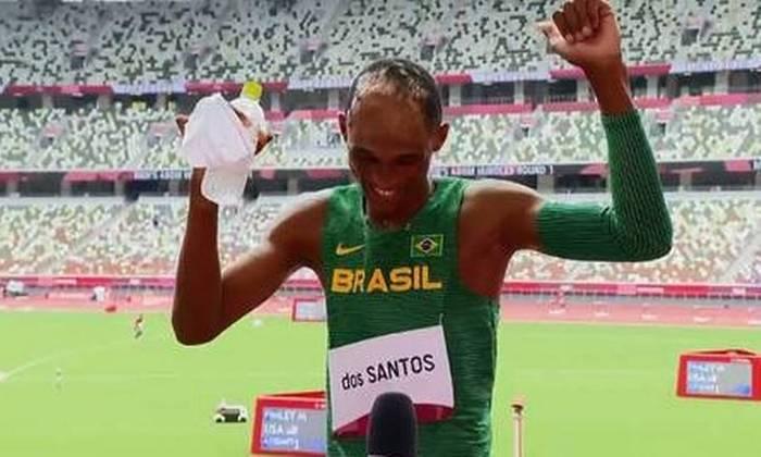 Alison dos Santos, o Piu, medalhista de bronze nos 400 metros com barreiras, conquistou com o seu carisma e a dancinha de