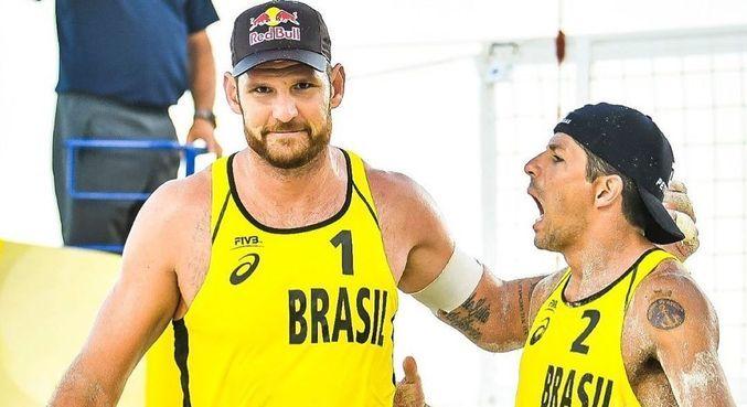 Alison e Álvaro comemoram vitória na preparação para os Jogos