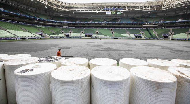 Rolos do novo gramado já estão prontos para serem instalados no Allianz