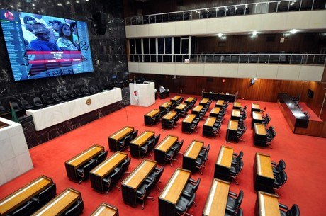 Deputados anunciaram votos via chamada de vídeo