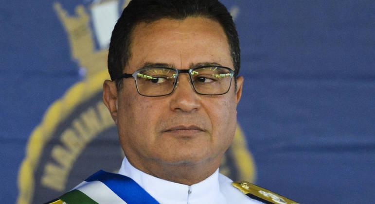 O almirante de esquadra Almir Garnier Santos