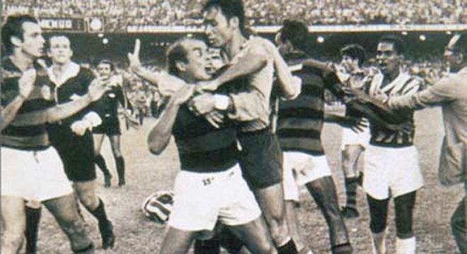 Almir Pernambuquinho e a histórica briga com o Bangu no Carioca de 1966