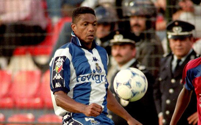 ALOÍSIO - Após brilhar pelo Internacional, o zagueiro Aloísio também foi xerife no Porto. É o brasileiro com mais jogos pelo time lusitano, com 332 jogos. Além disso foi pentacampeão nacional pelo clube entre 1994 e 1999.