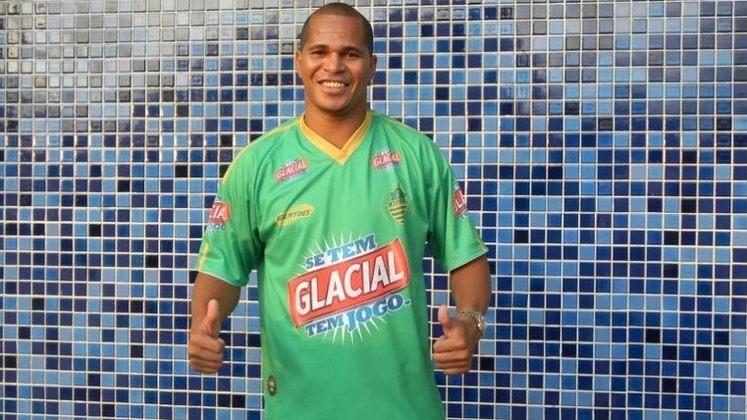 Aloisio Chulapa - Talvez seja o caso mais marcante. A carreira de Chulapa é recheada de títulos e passagens em grandes clubes, inclusive europeus, como o PSG. Entretanto, foi no São Paulo que viveu sua grande fase, como tricampeão brasileiro (2006,2007 e 2008), e campeão do Mundial de Clubes, em 2005. Mas também vestiu a camisa da Francana na disputa da Série A-3 do Paulistão - embora duas partidas apenas -, defendeu o Maringá na Série C do Paranaense pelo Maringá, em 2015, e por aí vai