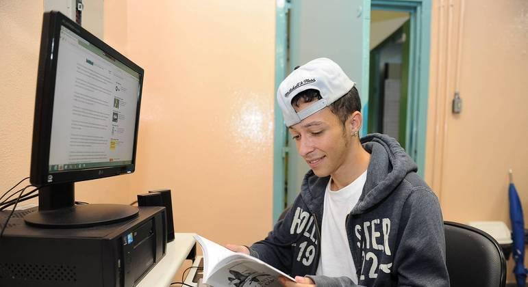 Cursos online e gratuito serão disponibilizados aos jovens de baixa renda