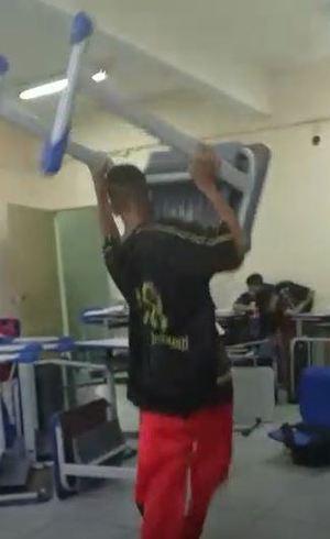 Aluno arremessa mesa em sala de aula