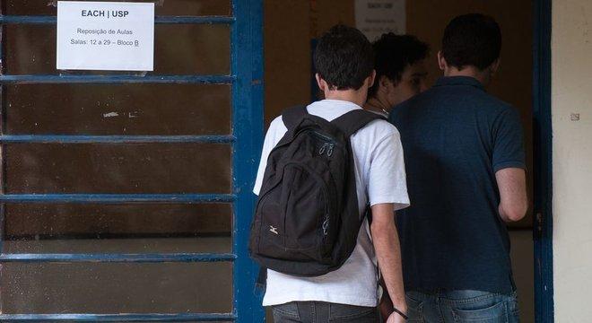 Nos cursos de medicina e veterinária, citados por Bolsonaro como de 'maior retorno', a proporção é de 1 negro para cada 16 brancos