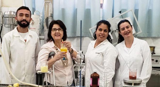 Alex Vidotto, Edelma Jacob, Ariane Guerra e Aline Molena no laboratório da Etec