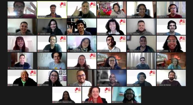 Alunos do projeto 'Vamo AI' durante aula virtual