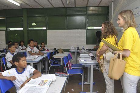 Estudantes participam de provas do Saeb