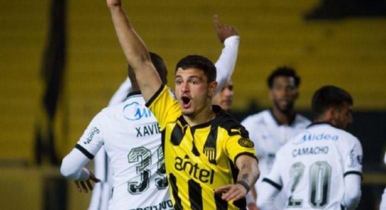 Álvaro Martínez marcou três gols. Se divertiu diante da atrapalhada defesa corintiana
