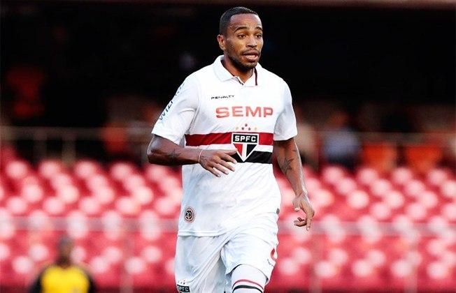 Álvaro Pereira - 45 jogos: Jogou no São Paulo em 2014, mas teve uma passagem sem brilho.
