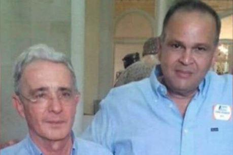 Álvaro Uribe e Jose Guillermo Ñeñe Hernández