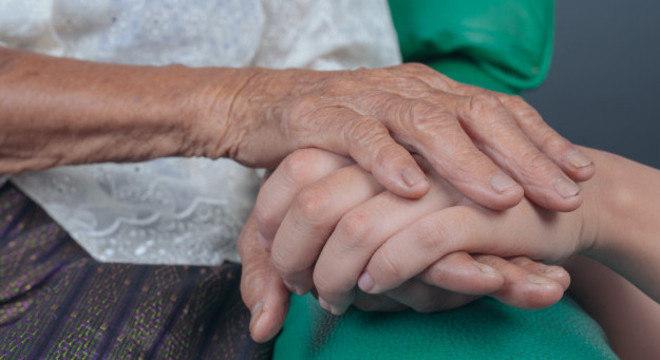 O Alzheimer é uma das 140 doenças que causa a demência