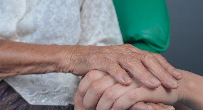 Sintomas da demência passam despercebidos pelos familiares, afirma geriatra