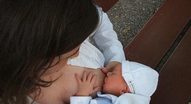 Um mililitro de  leite pode ser suficiente para uma refeição, segundo peso do bebê
