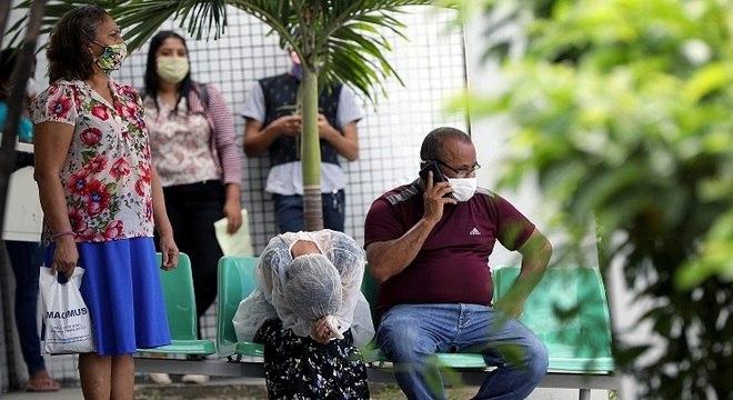 Estado enfrenta crise nos sistemas de saúde e funerário por causa de covid-19