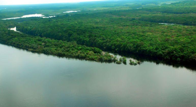 França lança projeto para acompanhar processos em comunidades indígenas na Amazônia