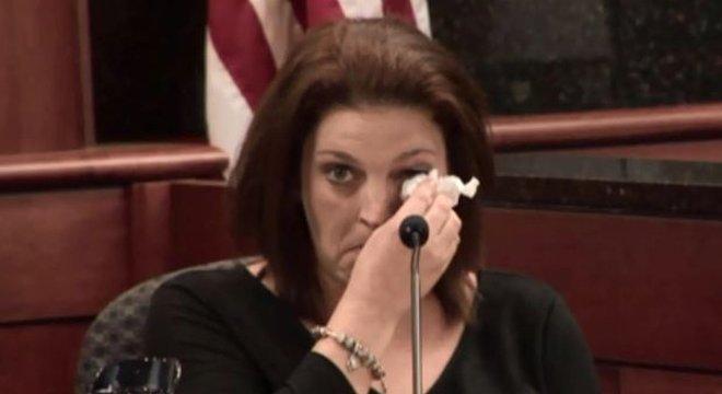 Amber Kyzer disse ao júri que o ex-marido não demonstrou a menor compaixão pelas crianças. 'Mas meus filhos o amavam', justificou