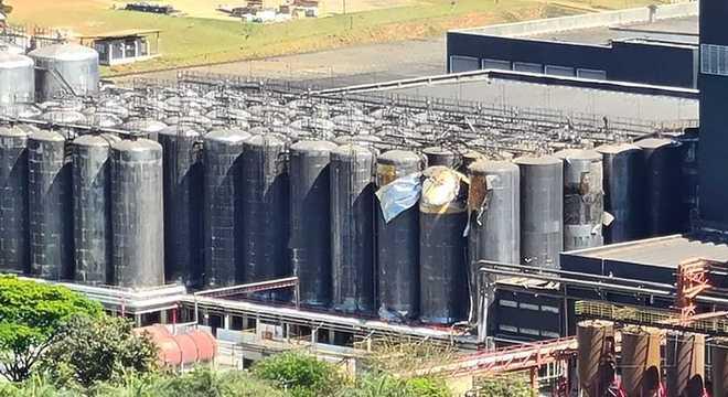 Imagem mostra tanques danificados após explosão