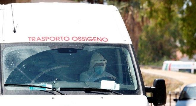 Com a carga viral mais alta, houve maior número de internações em abril, na Itália