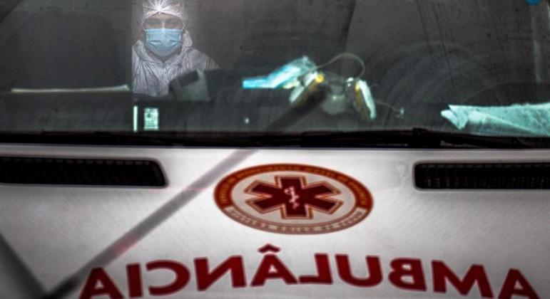 Diversos estados sofrem pressão no sistema hospitalar com aumento de casos de covid