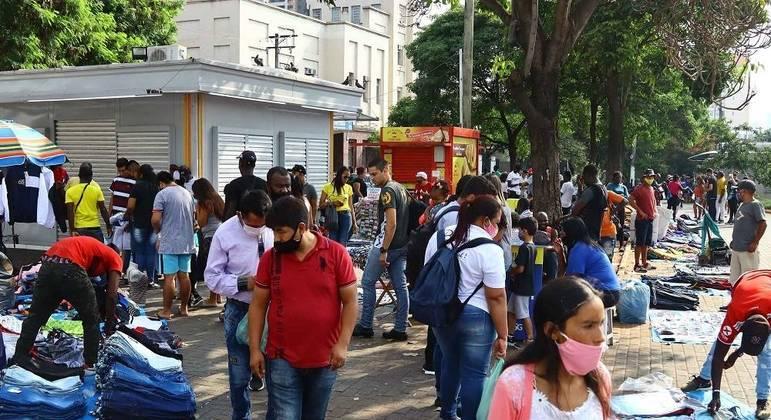 Ambulantes trabalharam no Brás, no centro de São Paulo,  neste sábado (26)