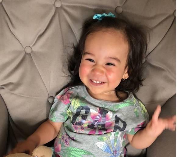 Marina Roda, de um ano e sete meses, precisa de tratamento nos EUA