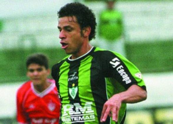 América-MG - O Coelho alcançou um recorde recentemente ao ser rebaixado pela sexta vez no Brasileirão.  A equipe mineira caiu nos anos: 1993, 1998, 2001, 2011, 2016 e 2018.