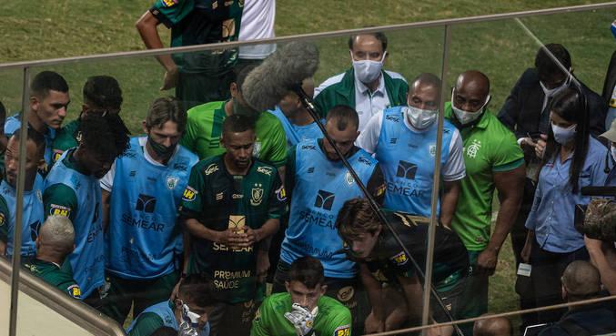 América-MG acompanhou apreensivo minutos finais do jogo da Chapecoense