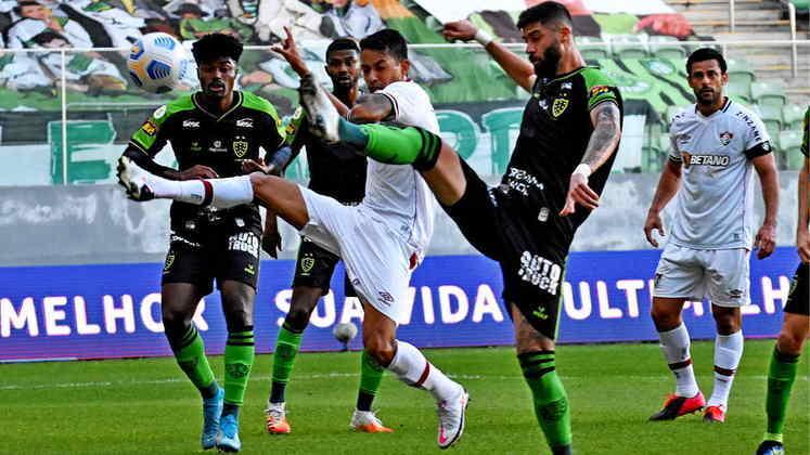 AMÉRICA-MG - SOBE - ADEMIR - Impetuoso, aproveitou as brechas especialmente pelo lado direito e infernizou a zaga do Fluminense. Sua persistência culminou em um gol com oportunismo. DESCE - RAMON - Oscilou nas vezes que tentou ajudar a equipe a ir à frente.
