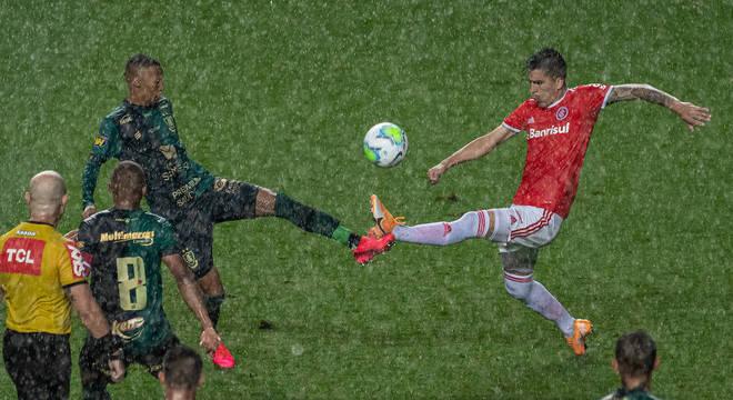 América-MG e Internacional fizeram jogo abaixo do esperado pela Copa do Brasil