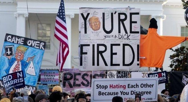 Americanos saíram às ruas para comemorar a vitória de Biden e a derrota de Trump