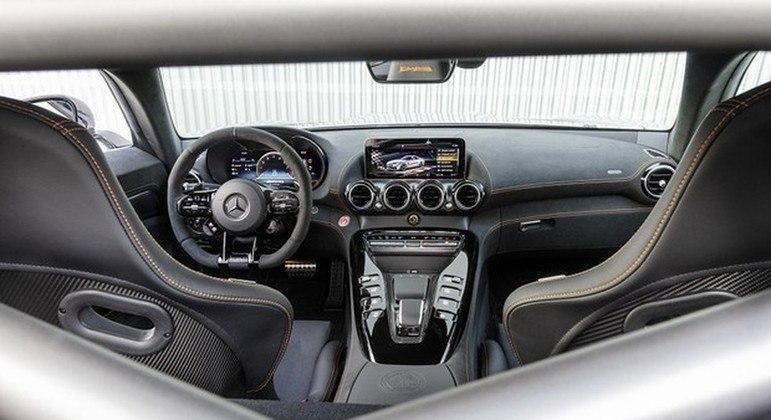 Na época do anúncio, a Mercedes informou que o modelo foi oferecido aos clientes mais fiéis do país