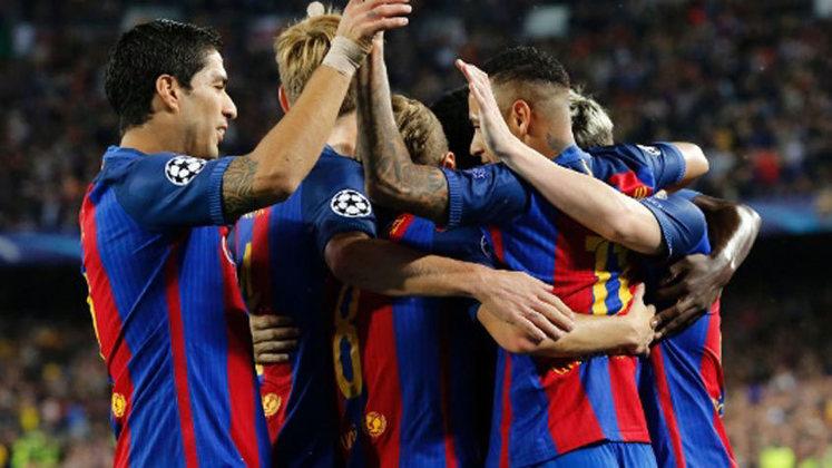 Amigo do treinador, Lionel Messi foi o algoz naquela noite, marcando três vezes. Neymar completou o marcador.